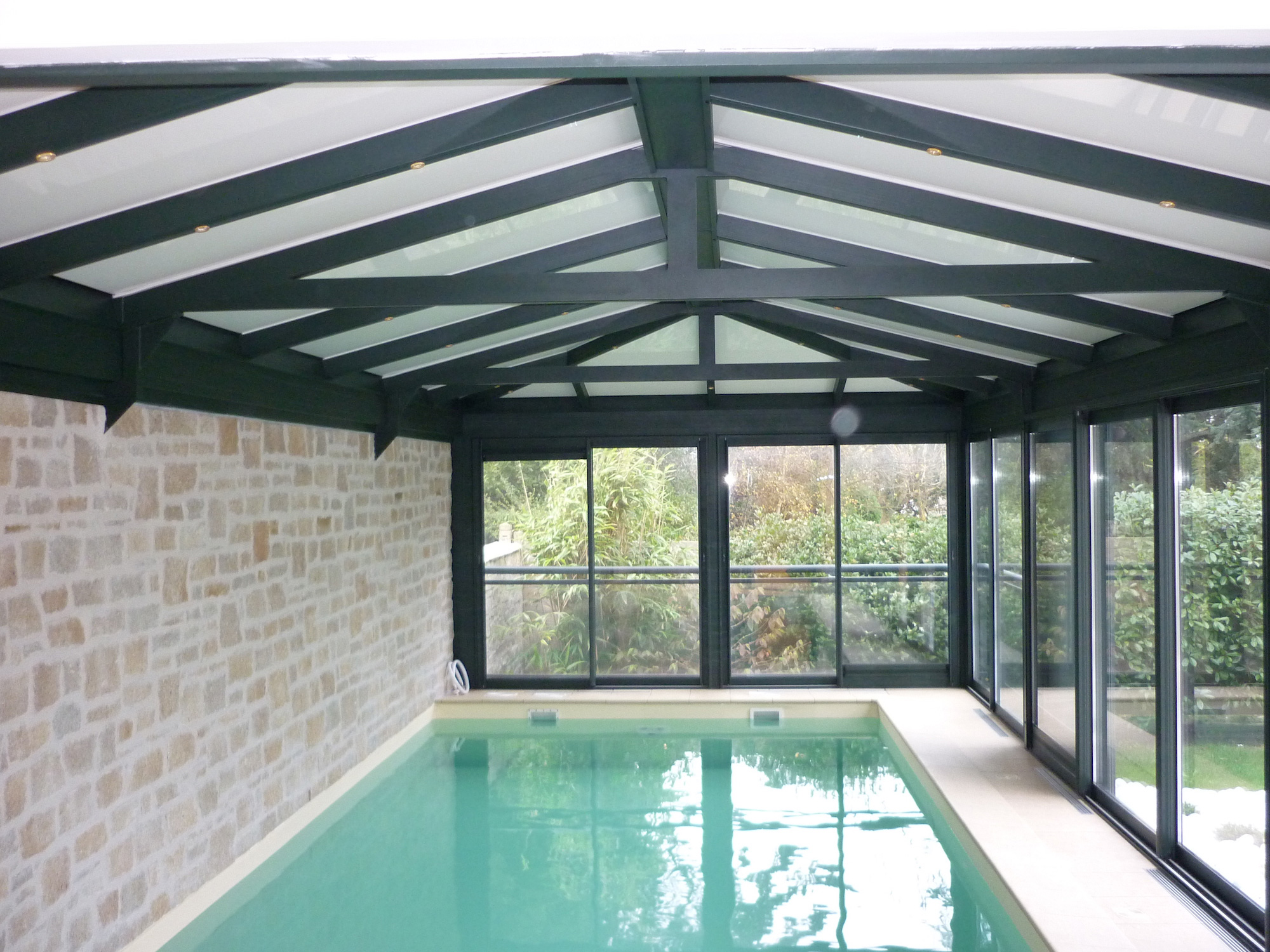 Veranda piscine design fillonneau for Veranda pour piscine prix